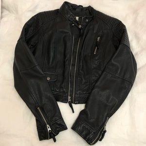 ⭐️EUC - A&F cropped leather jacket